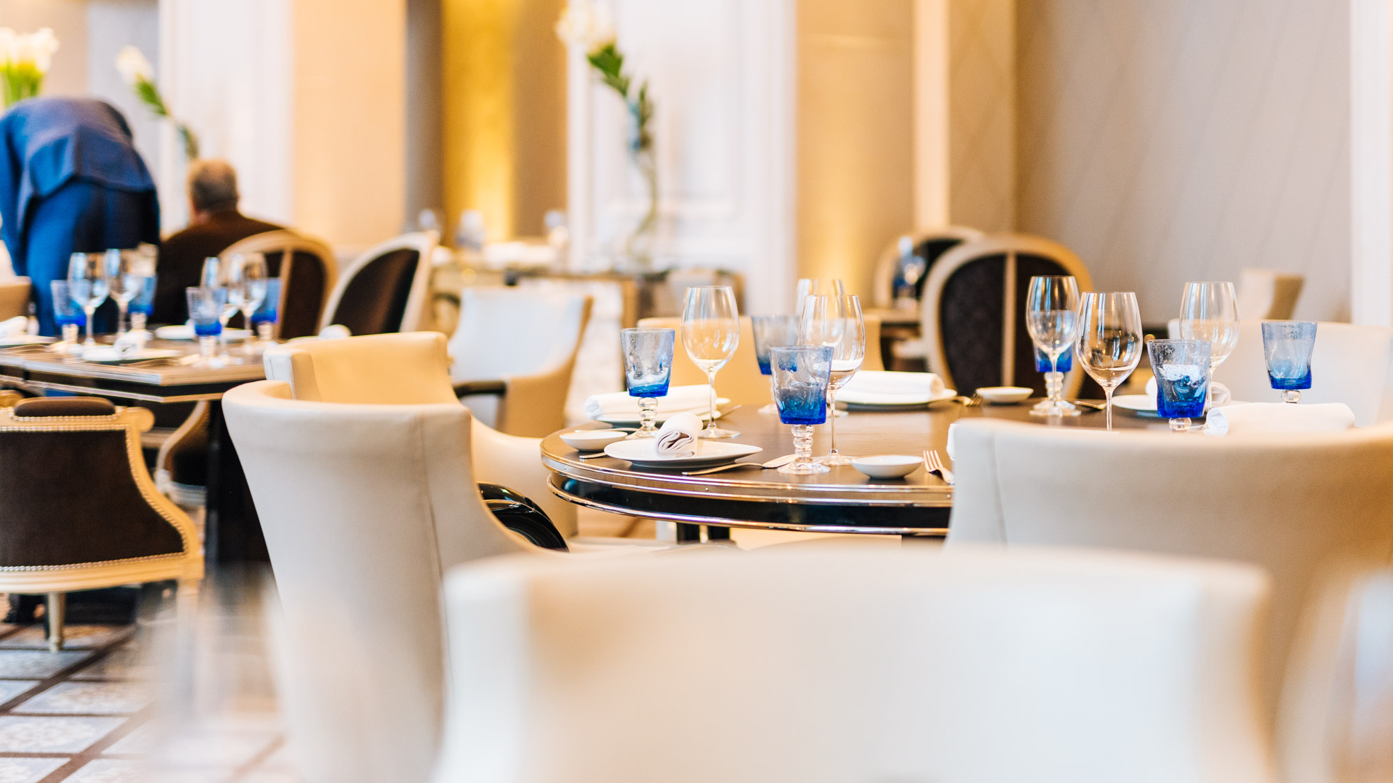 Salle A Manger Paris le george restaurant: lunch time inside the beautiful four