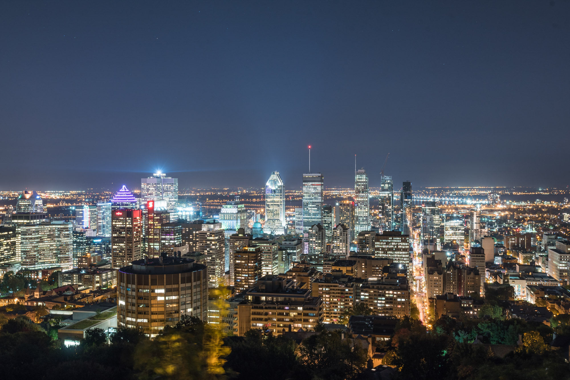 Jeff On The Road - How To Find An Apartment in Montreal - Mtl Skyline from Belvedere du Mont-Royal - All photos are under Copyright  © 2017 Jeff Frenette Photography / dezjeff. To use the photos, please contact me at dezjeff@me.com.