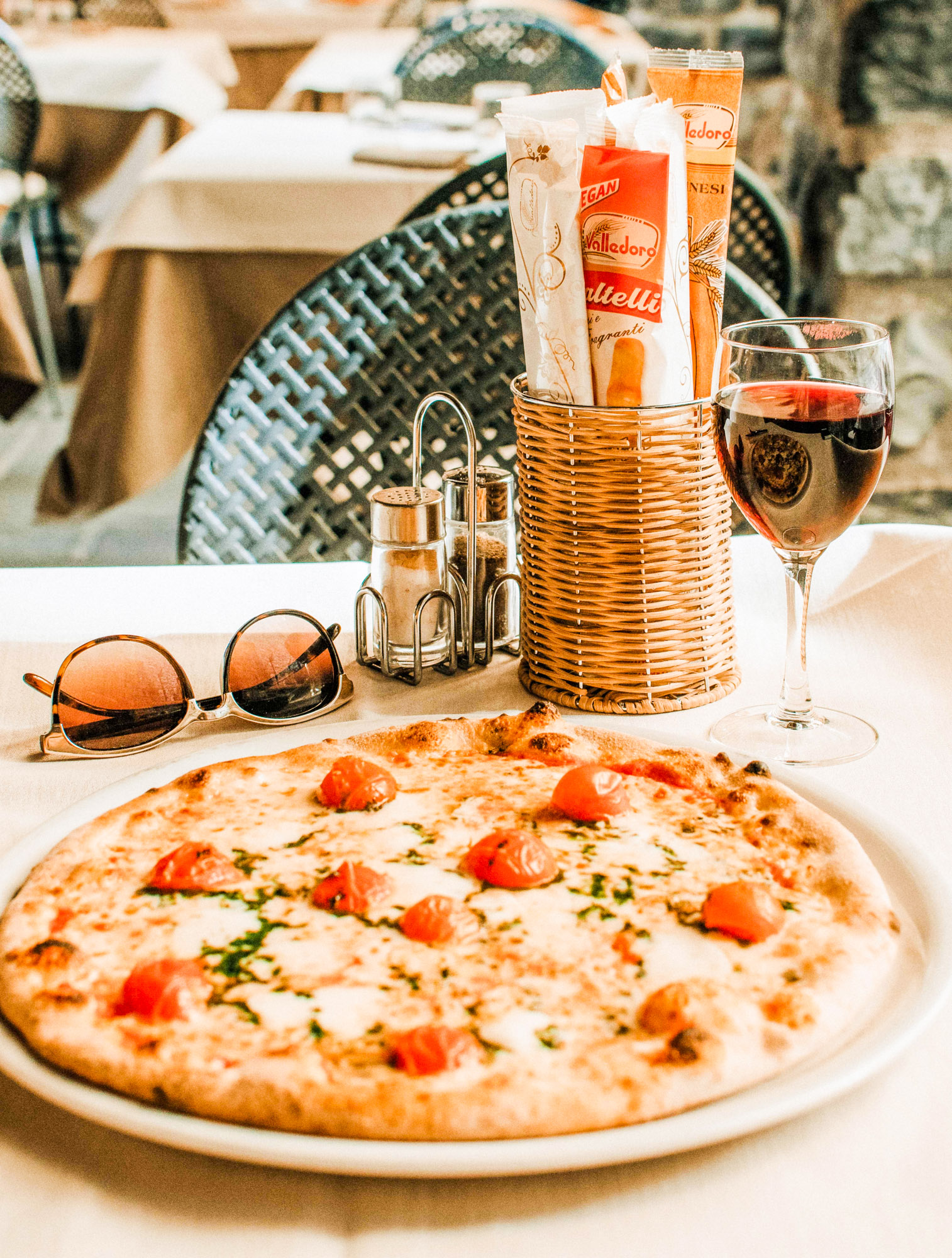 Pizza - Bellagio - Sicily - Italy - Jeff On The Road - Photo by Fallon Travels on Unsplash - https://unsplash.com/photos/W01Qwuhb_l4