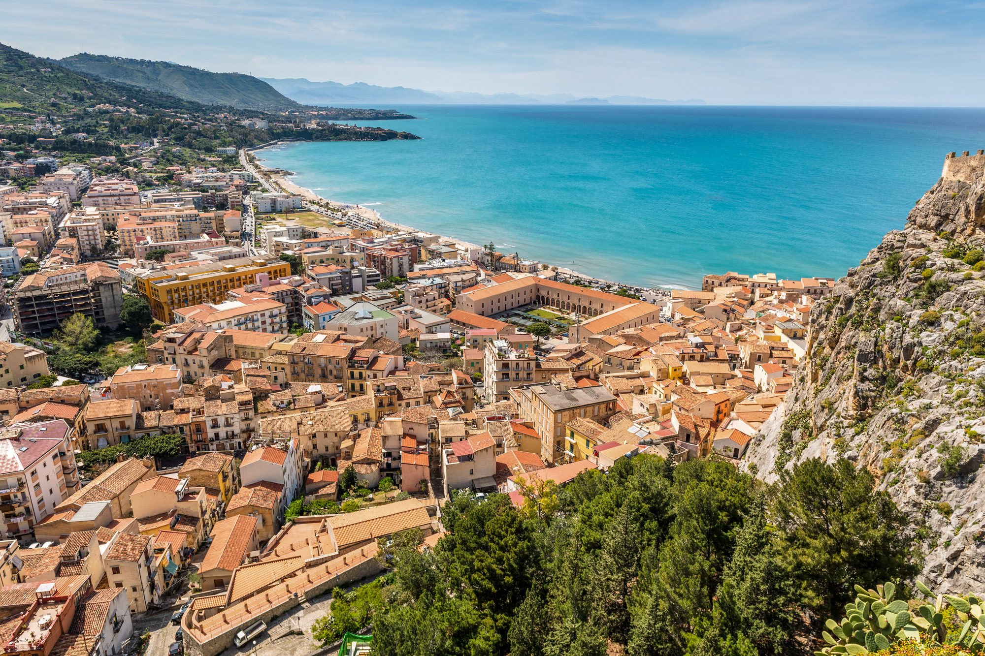 Cefalù - Sicily - Italy - Jeff On The Road - Photo by Jacek Dylag on Unsplash - https://unsplash.com/photos/tR54rO5JwsA
