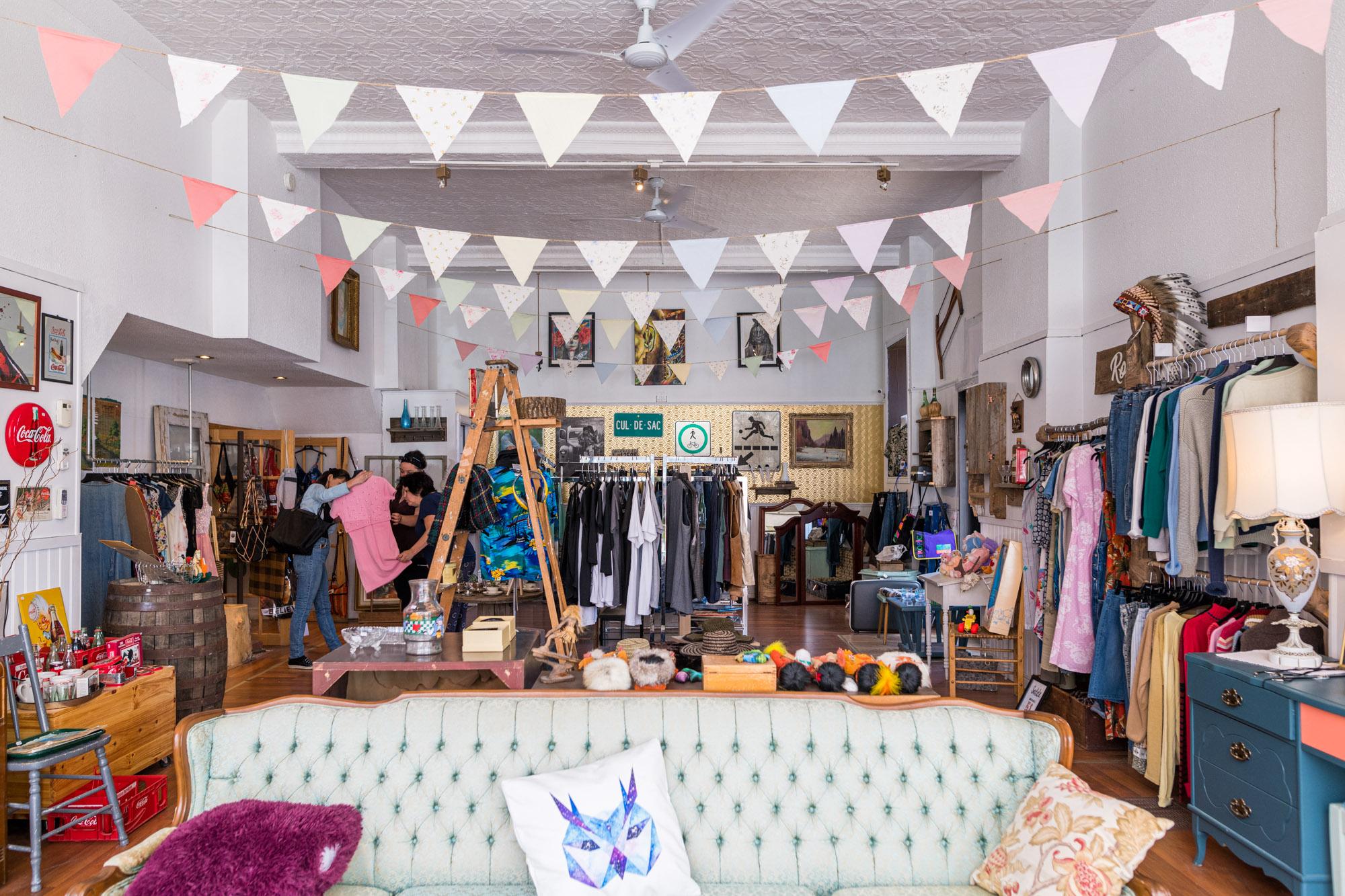 Quoi faire à Trois-Rivières — Thrift shopping chez PURR VNTG Boutique Atelier — Trois-Rivières — Jeff Frenette Photography
